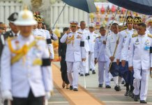 http://md1.libe.com/photo/1029196-thailand-s-king-maha-vajiralongkorn-bodindradebayavarangkun-salutes-as-he-leaves-the-monument-of-kin.jpg?modified_at=1497023674&width=960