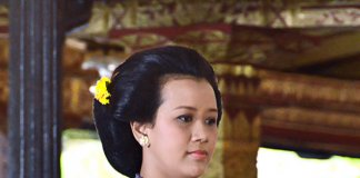 https://en.wikipedia.org/wiki/Princess_Mangkubumi#/media/File:GKR_Mangkubumi.jpg